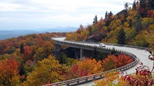 DRIVES IN THE USA TO SEE FALL FOLIAGE